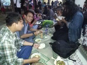 Makan bersama keluarga besar Jannatul Maiyah Nusantara di menturo, Jombang