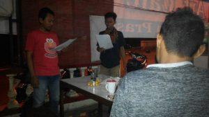 Latihan teater Gugurgunung berjudul Percakapan Jabang Bayi kepada Diri di Art Cafe, Ungaran